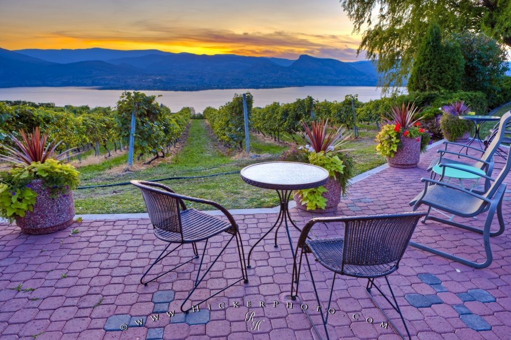 Beautiful Vineyard Patio Okanagan Lake Sunset BC