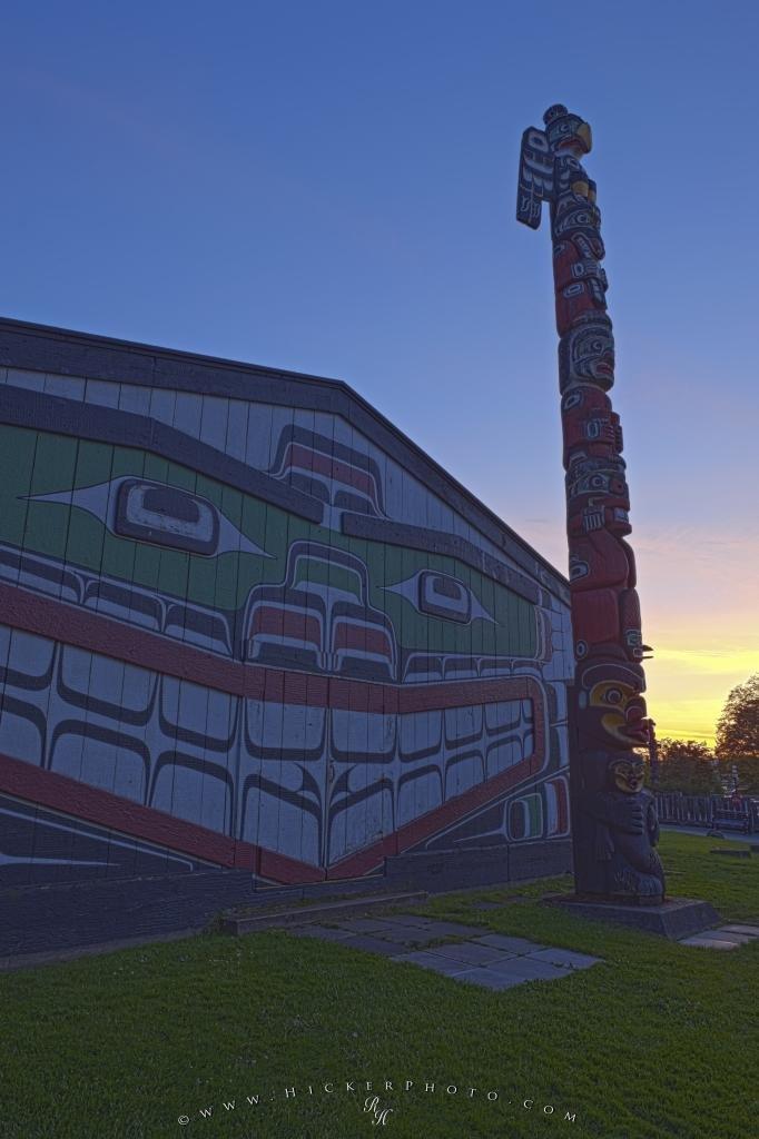 Thunderbird Park Totem Victoria
