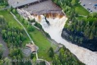 The Kaministiquia River flows along and plunges over a cliff to make the spectacular Kakabeka Falls located in this provincial park of the same name. After squeezing through a gorge, this river then empties into Lake Superior in Thunder Bay, Ontario.