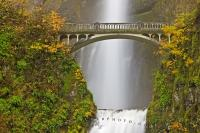 Situated along the Columbia River Gorge in Oregon, the beautiful Multnomah Falls can be viewed from several different viewpoints including from the Benson Foot bridge.