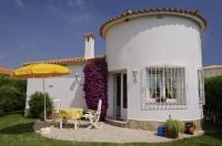 A cute traditional Spanish villa is the ideal place to rest and relax while on your holiday in Oliva Nova in Valencia, Spain.