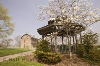 The pavilion at the Oshawa Lakeview Park is a great place to spend some vacation time in Ontario, Canada.