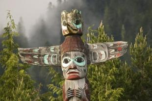 photo of native american totem pole