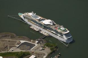 photo of cruiseship terminal