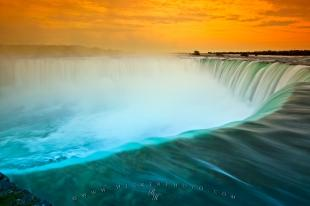 photo of Niagara Waterfall Horseshoe Falls Sunset
