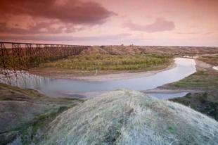 photo of oldman river lethbridge