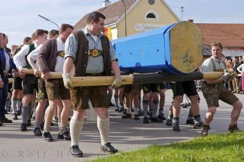 Photo:  Strong Man Carrying Maibaum Putzbrunn Germany
